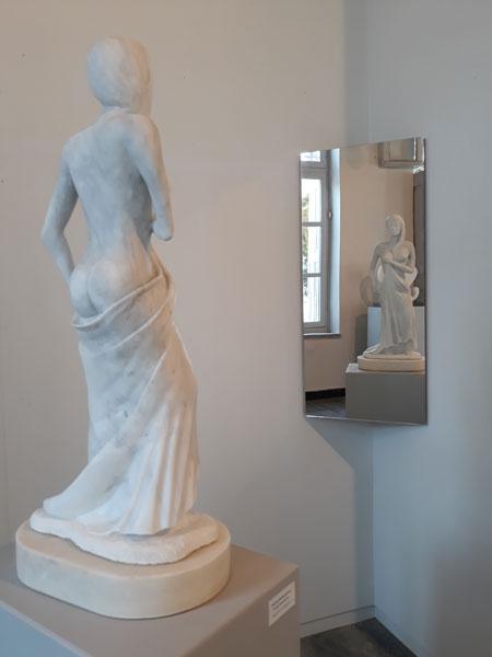 """""""Αφροδίτη σε Καθρέφτη"""", έργο του Μαρμαρογλύπτη Γιάννη Χονδρογιάννη"""