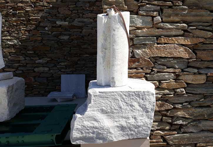 Ricordi in pietre cilindri / Αναμνήσεις σε κυλινδρική πέτρα - Έργο του Simone De Santis