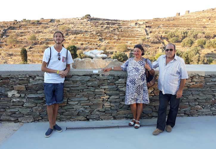 Ο μαρμαρογλύπτης Αντώνης Χονδρογιάννης, με την καθηγήτρια Alessandra Porfidia και το σπουδαστή Simone Nicoletti