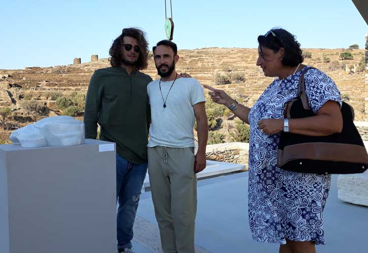 Ο μαρμαρογλύπτης Γιάννης Χονδρογιάννης, με την καθηγήτρια Alessandra Porfidia και το σπουδαστή Gianni Sorrentino