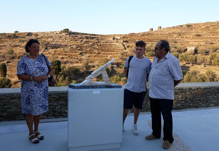 Ο μαρμαρογλύπτης Αντώνης Χονδρογιάννης, με την καθηγήτρια Alessandra Porfidia και το σπουδαστή Valentino Vaglio