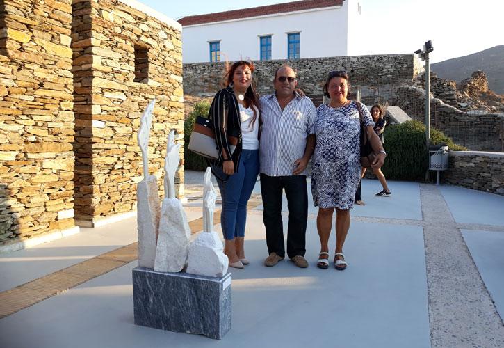 Ο μαρμαρογλύπτης Αντώνης Χονδρογιάννης, με την καθηγήτρια Alessandra Porfidia και τη σπουδάστρια Elisa Bonciani